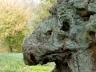 O dragão de Hatfield Park, Hertfordshire. Por coincidência, essa rocha se encontra na mesma cidade da lenda. Talvez seja o dragão petreficado...