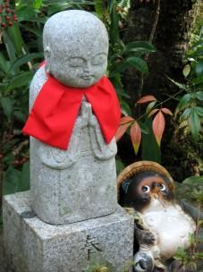 Nenbutsu-ji_jizo_and_Tanuki